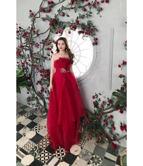 Đầm dạ hội cúp ngực cách điệu bông gắn eo viền tầng